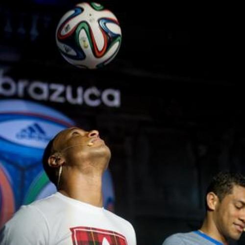 Bola da Copa, Brazuca é lançada no Rio de Janeiro