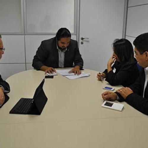 Assis Carvalho e prefeita percorrem ministérios em Brasília