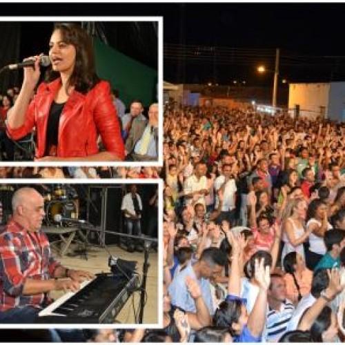 Show de Mattos Nascimento atrai multidão para o aniversário de Belém; veja fotos