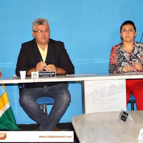 PADRE MARCOS: Câmara realiza a primeira sessão de 2014; prefeito não comparece