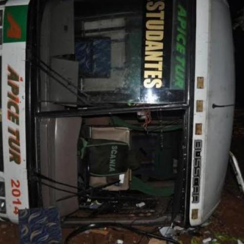 Ônibus que saía do Ceará para SP tomba na BR 020 com 45 passageiros