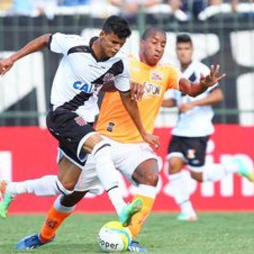 Vasco sofre gol no fim e deixa escapar a liderança do Carioca
