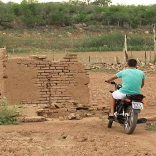 População atravessa barragem de Bocaina de moto. Fotos!