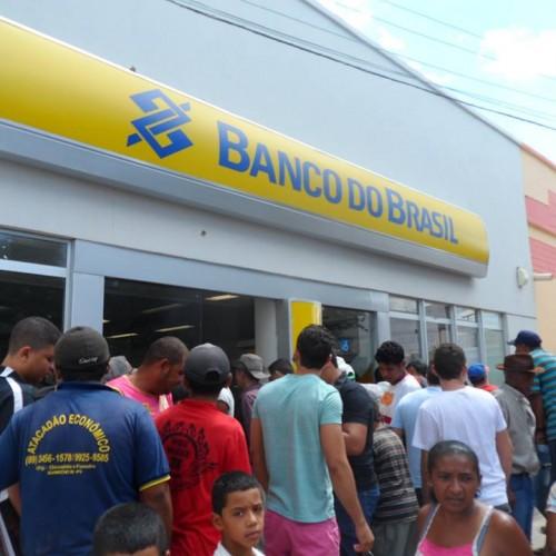 SIMÕES: Bando que invadiu agência bancária libera reféns