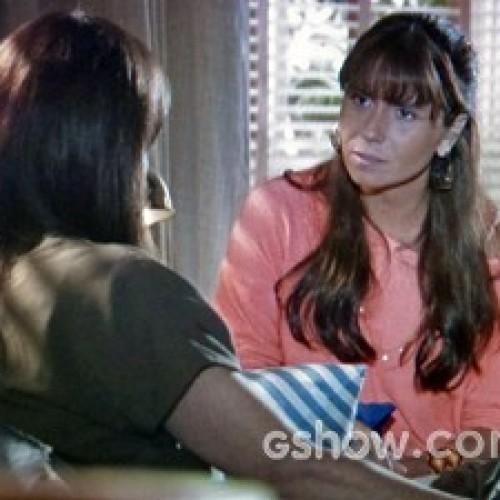 'Em Família': Clara assume para Helena que Marina mexe com ela: 'Não vou negar'