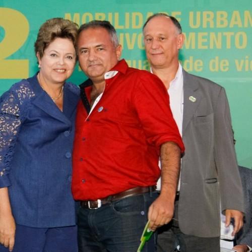 PADRE MARCOS: Prefeito Netinho recebe máquina da presidente Dilma