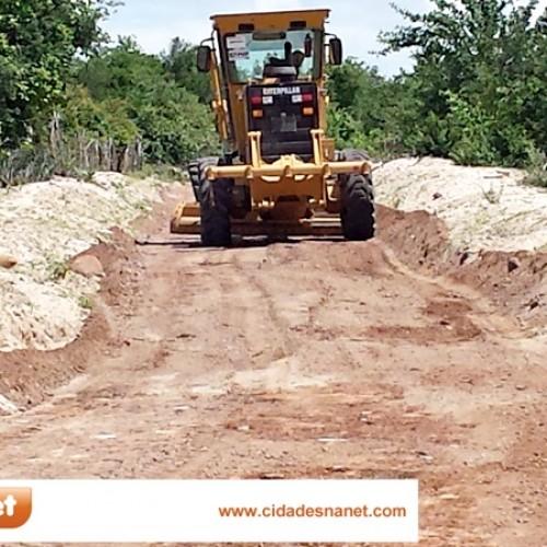 MASSAPÊ: Prefeitura piçarra estrada, garante acesso a comunidades e equipa poço tubular
