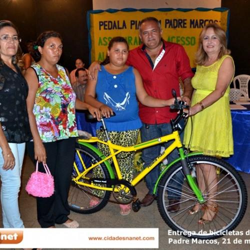 PADRE MARCOS: Netinho entrega 200 bicicletas a alunos e garante acesso às escolas
