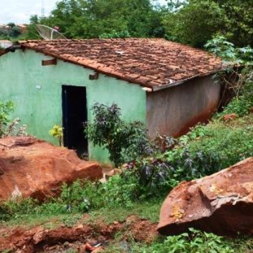 PERIGO: Deslizamento de terra deixa moradores em alerta em Picos