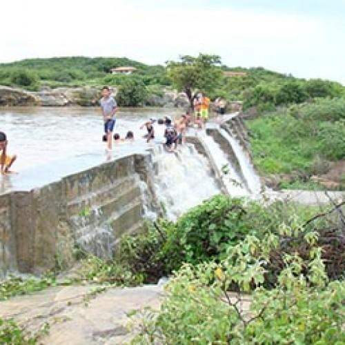 Duas crianças morrem afogadas em barragem no interior do Piauí