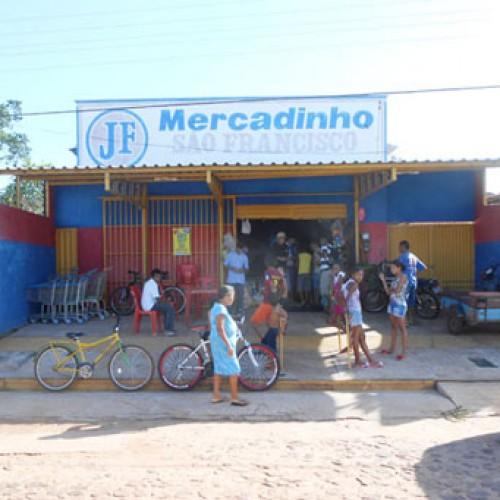 Dez pessoas são mantidas reféns durante assalto a comércio no interior do Piauí