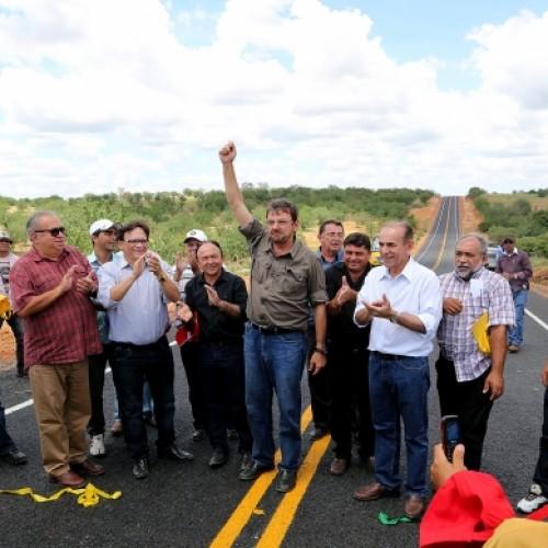 Governador inaugura estrada entre Jacobina e Conceição do Canindé