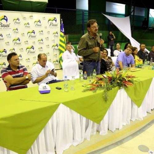 Wilson Martins entrega Medalha Coelho Rodrigues em Paulistana