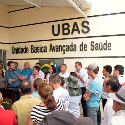 Governador inaugura UBAS e entrega ambulância em Marcolândia