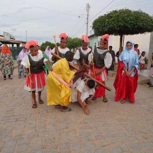 Jovens encenam paixão, morte e ressurreição de Jesus Cristo em Padre Marcos; veja fotos