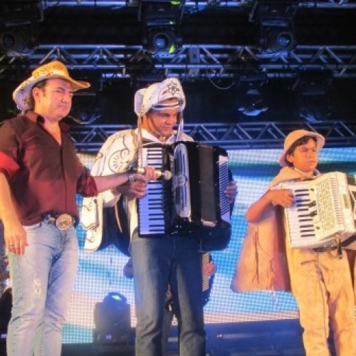 Francis Lopes grava DVD em Simplício Mendes, sua terra natal, com 50 mil pessoas; fotos