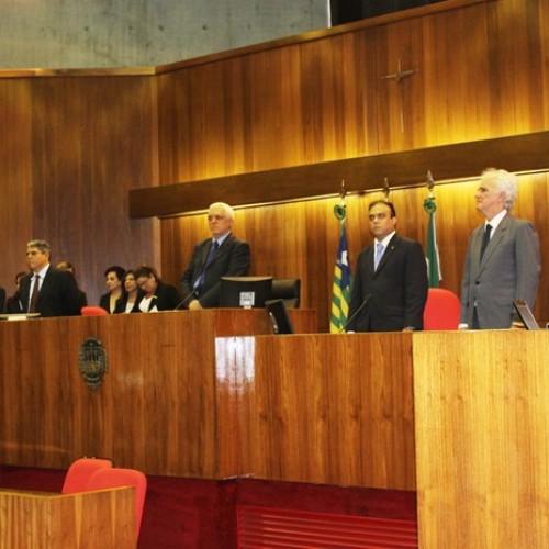Parlamentares do PI cassados recebem mandatos na Assembleia