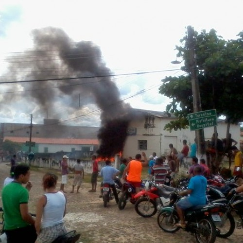 Sem energia há três dias, população incendeia prédio da Eletrobras no interior do Piauí