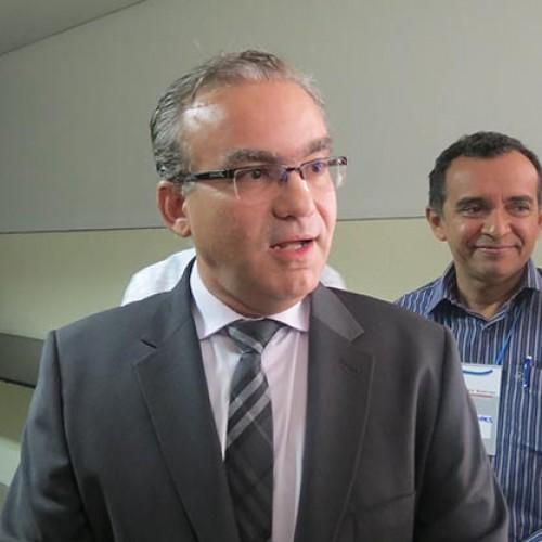 """Firmino diz que """"zera tudo"""" se pré-candidato do PMDB mudar"""
