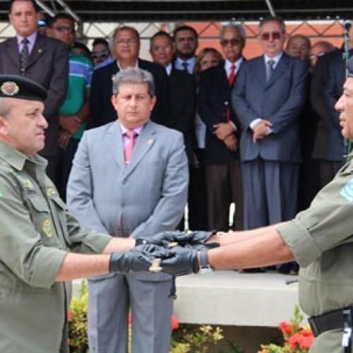 Governador entrega medalhas a mais de 300 policiais em solenidade
