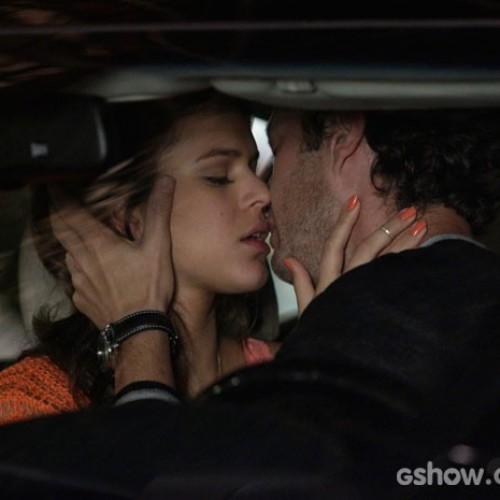 Em Família: Luiza terminará namoro; beijo com Laerte deixa Virgílio irritado