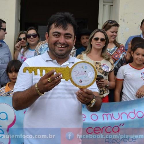 Prefeito entrega obras à população na abertura da programação do aniversário de Alegrete do Piauí; veja fotos