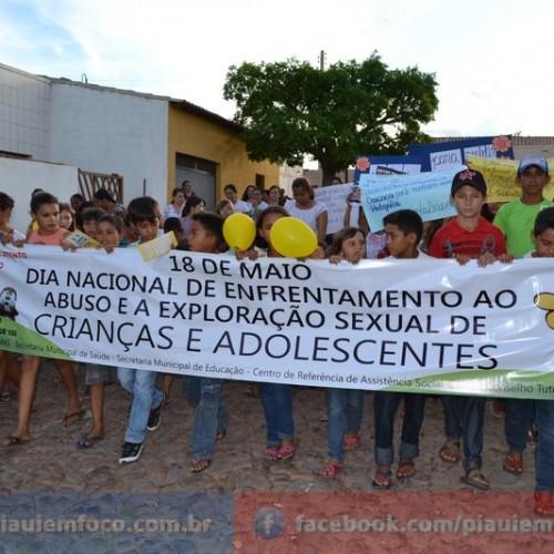Alegrete do Piauí realiza passeata em defesa das crianças e adolescentes; fotos