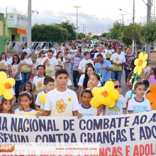 FOTOS: Caminhada contra a exploração sexual de crianças e adolescentes em Massapê