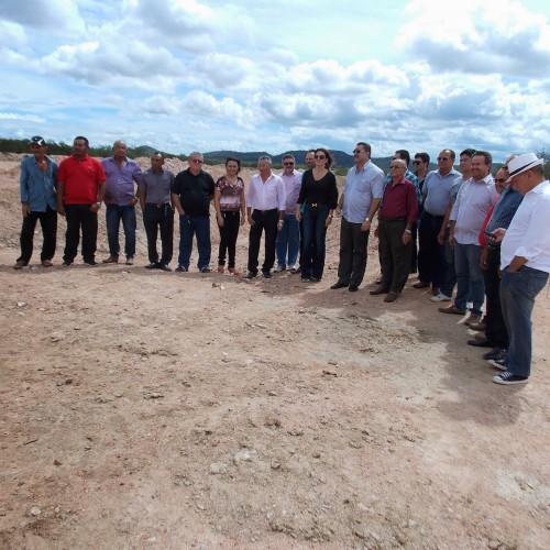 Deputada federal Iracema Portela visita obras no município de Simões