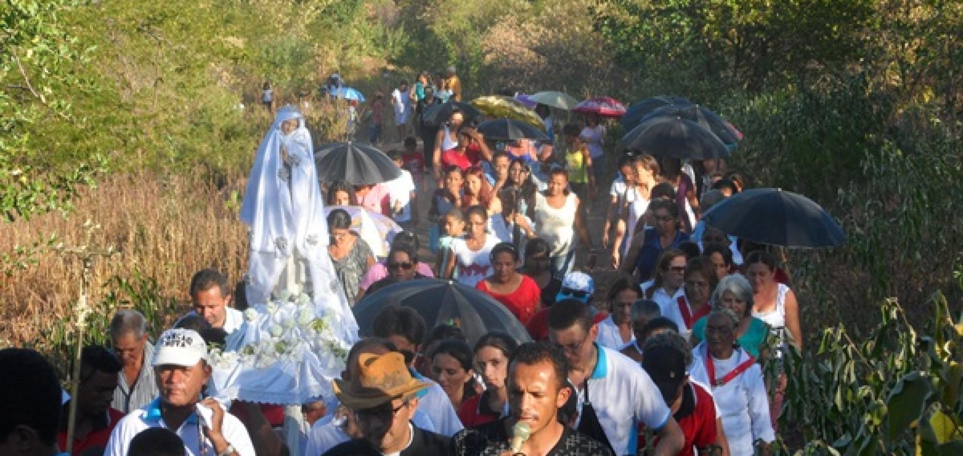 Centenas de católicos festejam Nossa Senhora de Fátima em Simões; veja fotos