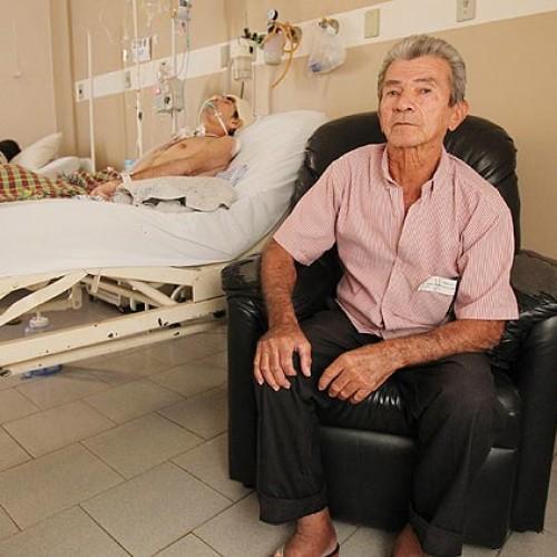Pai deixa a cidade de Simplício Mendes para viver com o filho em hospital de São Paulo