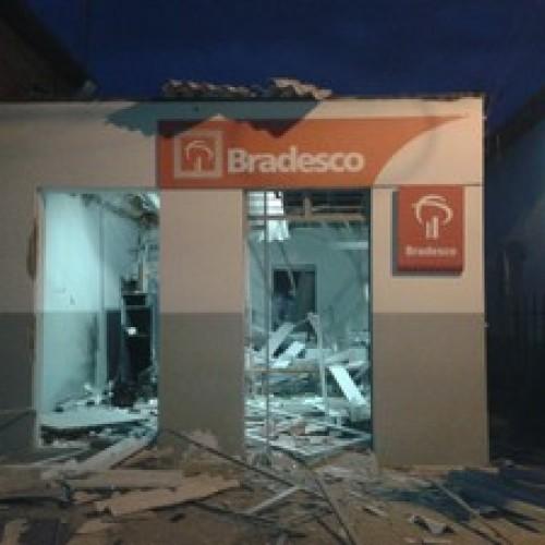 Bandidos atacam banco pela 3ª vez e explodem caixa vazio no Piauí