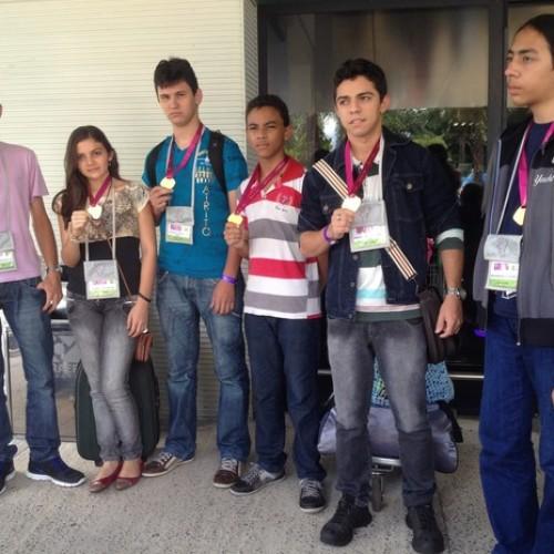 Dilma Rousseff entrega medalhas e elogia desempenho de jovens do Piauí