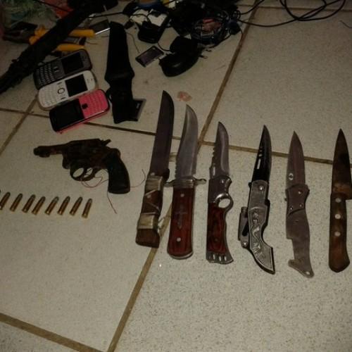 Vistoria encontra revólver, munições, celulares e punhais em presídio do Piauí