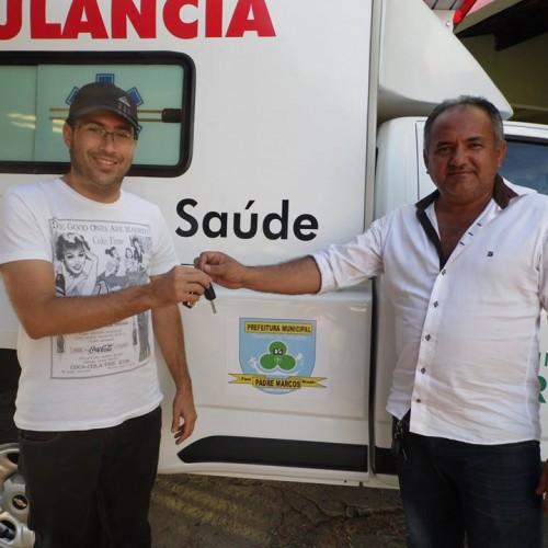 PADRE MARCOS: Prefeito Netinho entrega nova ambulância à Unidade Mista de Saúde