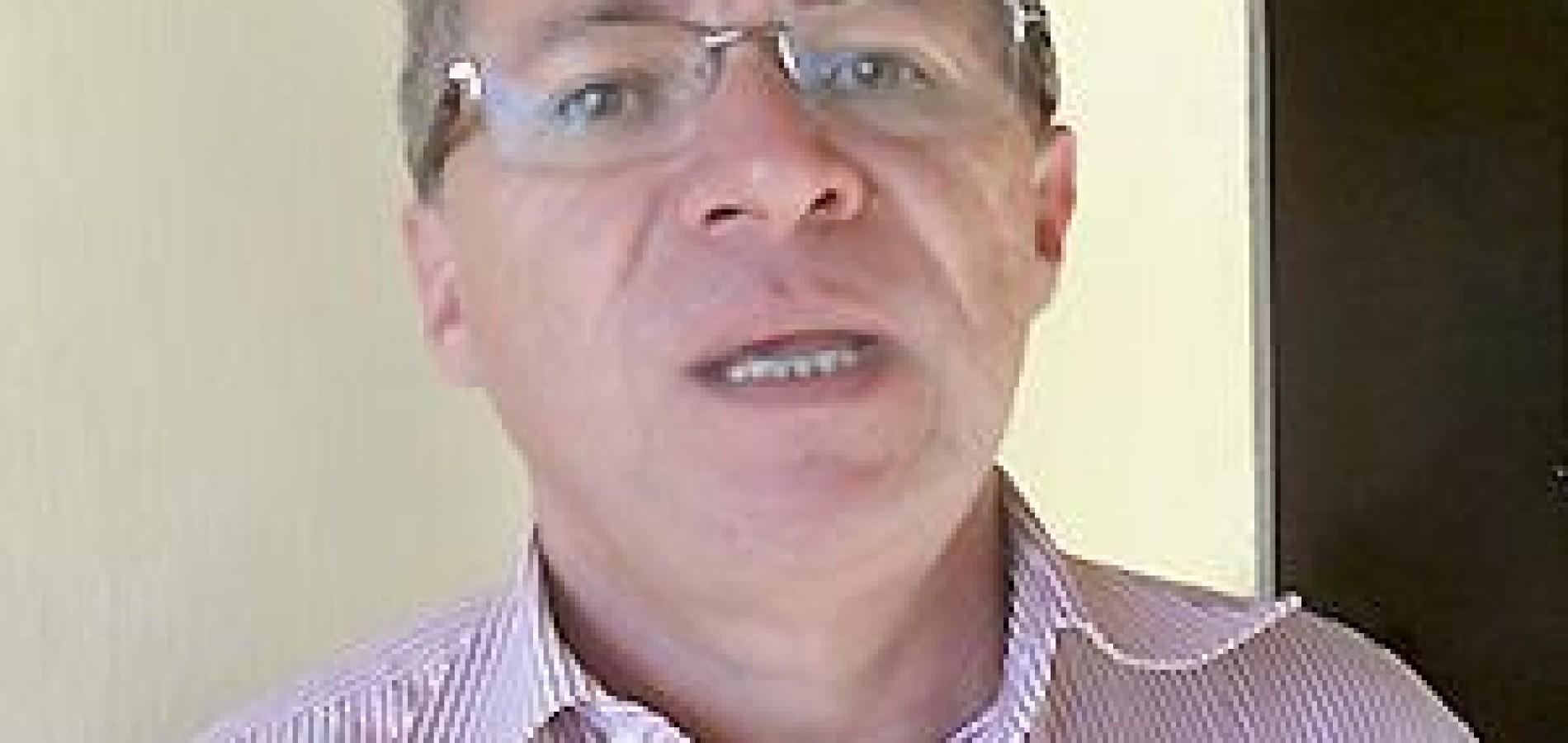 Assis Carvalho solicita implantação de curso técnico em Picos