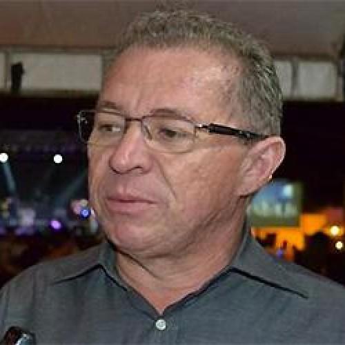 Assis Carvalho usa a UESPI e ataca Wilsão e Zé Filho em discurso