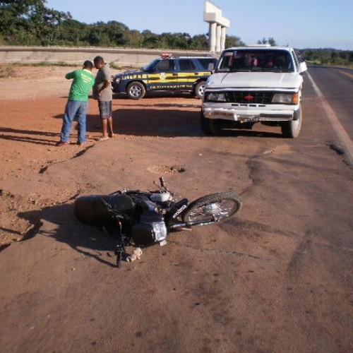 Motociclista morre após colidir com caminhonete em rodovia do Piauí