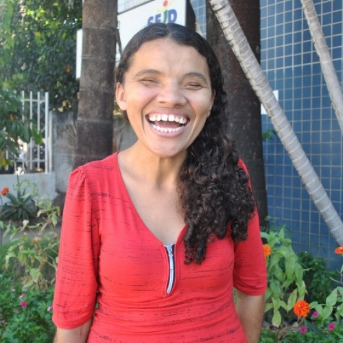 SUPERAÇÃO   Jovem de Simões, com deficiência visual, é aprovada em 1º lugar em concurso para professor