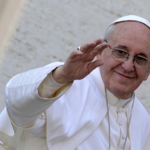 Ex-padres casados pedem fim de celibato a Francisco