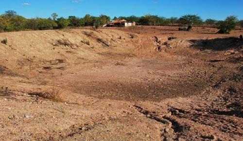 Alegrete é a  1ª cidade do Piauí em colapso por falta de água e Estado pede 350 carros-pipa; Veja!