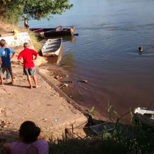 Máquina retroescavadeira desce e afunda no Rio Parnaíba. VEJA FOTOS!