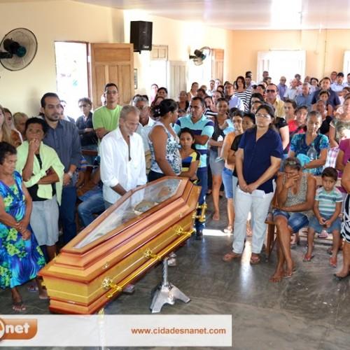 PATOS | Familiares e amigos se despedem de Dona Amélia Crisanto