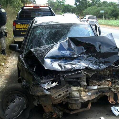Acidente com três carros deixa oito feridos, um em estado grave, na BR 343
