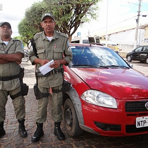 Betânia do Piauí |  PM apreende carro roubado em ronda de rotina