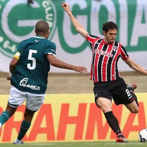 Kaká marca em retorno, mas São Paulo cai para o Goiás no Serra Dourada