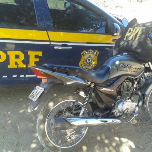 PRF apreende moto roubada em Campo Grande do Piauí