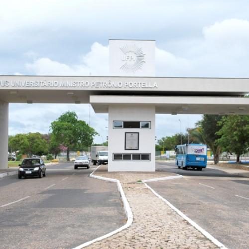 Em greve há 63 dias, servidores da UFPI serão recebidos em Brasília