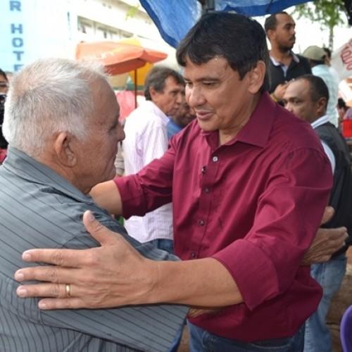 Wellington Dias visita Picos e é recepcionado por grande número de pessoas