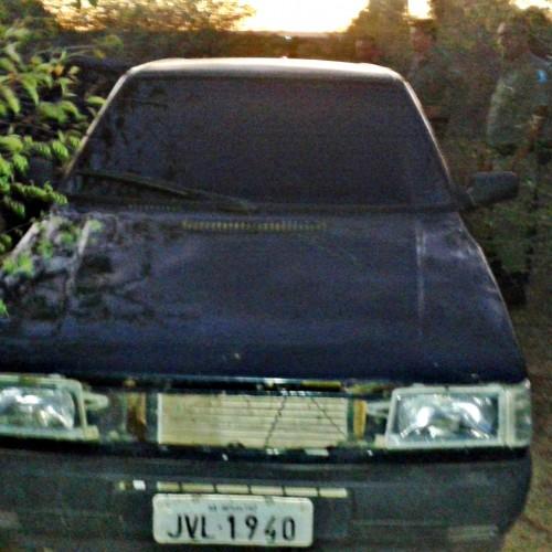 Carro que seria de assaltante morto é encontrado abandonado no interior de Geminiano; veja fotos